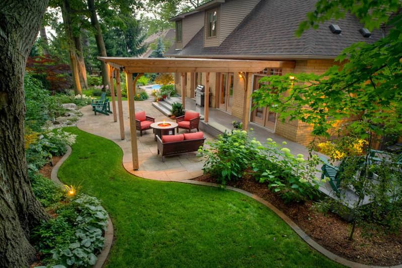 Three reasons to hire a professional landscaping company.